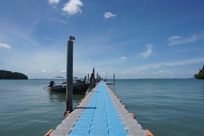 Floating Dock at Railay East/Oyster