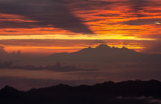 Le mont Batur; cat_collector / Flickr
