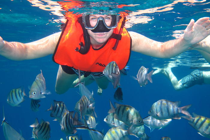 Catamaran Sail and Snorkel Tour in Cozumel/Viator
