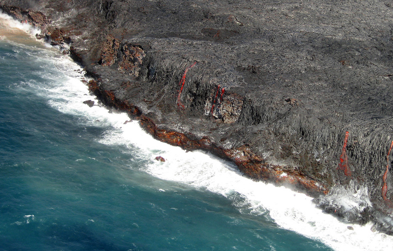 Lava flowing into the ocean in Kilauea; Upsilon Andromedae/Flickr