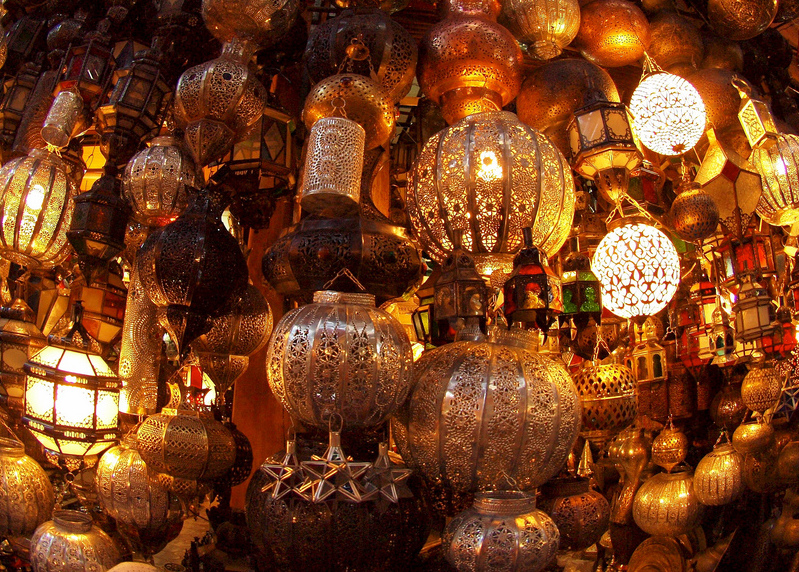 Lampen in den Souks von Marrakesch; Torrenegra / Flickr