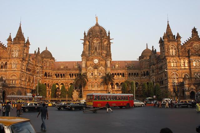 Estação Ferroviária Chhatrapati Shivaji Terminus, Mumbai; Arian Zwegers / Flickr