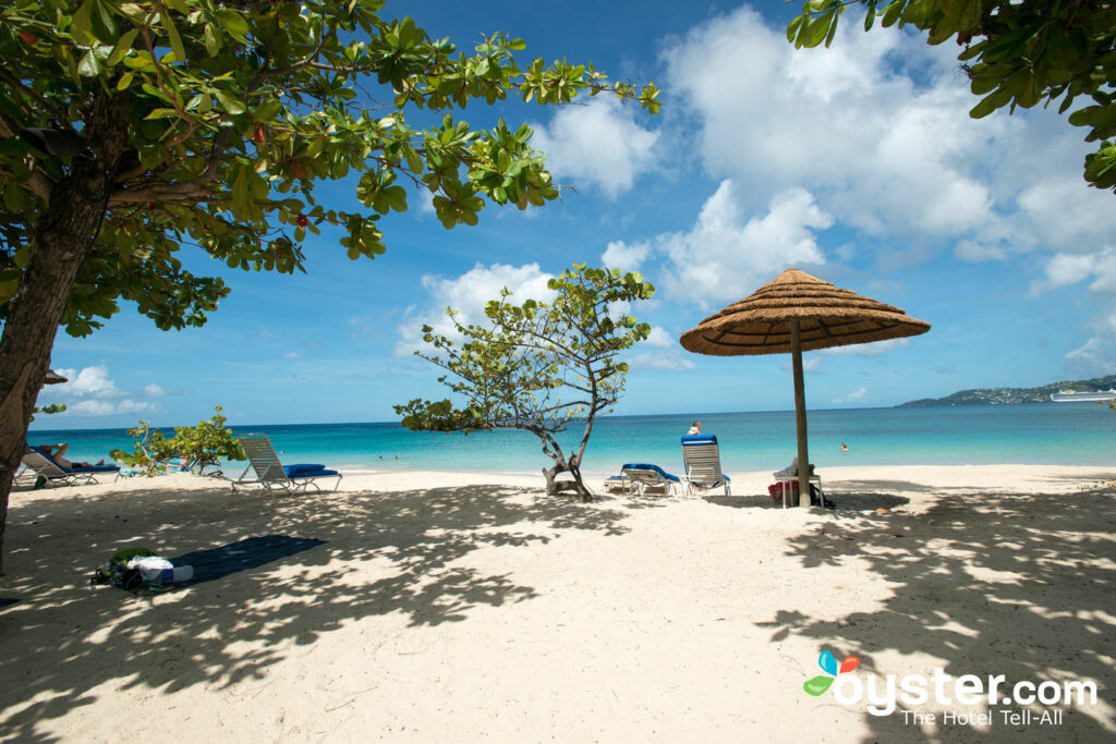 Plage au Spice Island Beach Resort