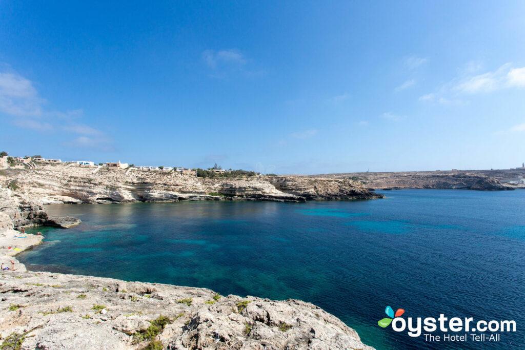 Spiaggia all'Hotel i Dammusi di Borgo Cala Creta, in Sicilia