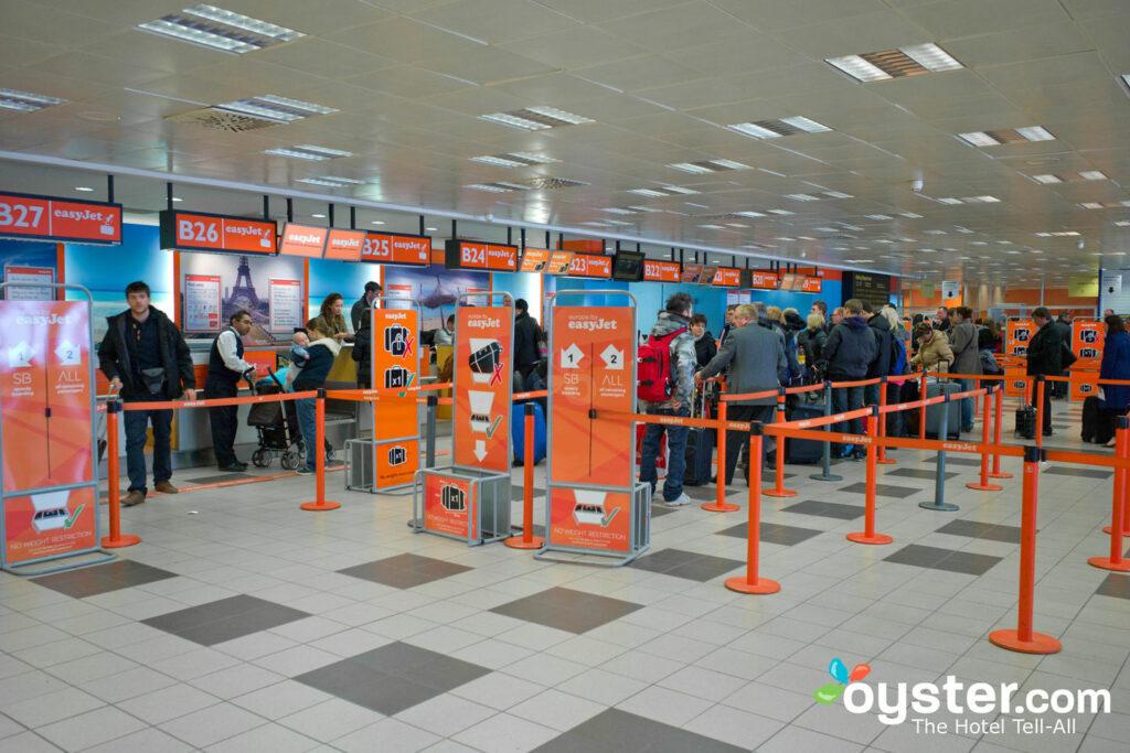 Líneas de seguridad en el aeropuerto.