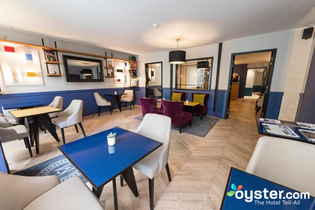 Sala de desayunos en Les Matins de Paris & Spa