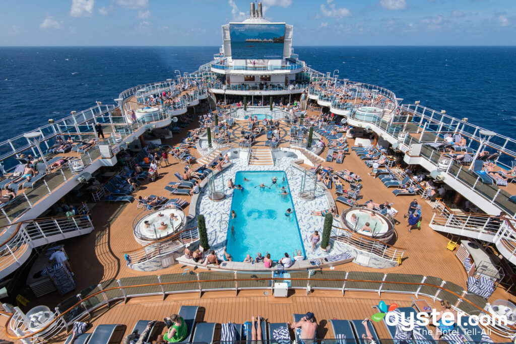 La fuente de la piscina en Royal Princess, Princess Cruises