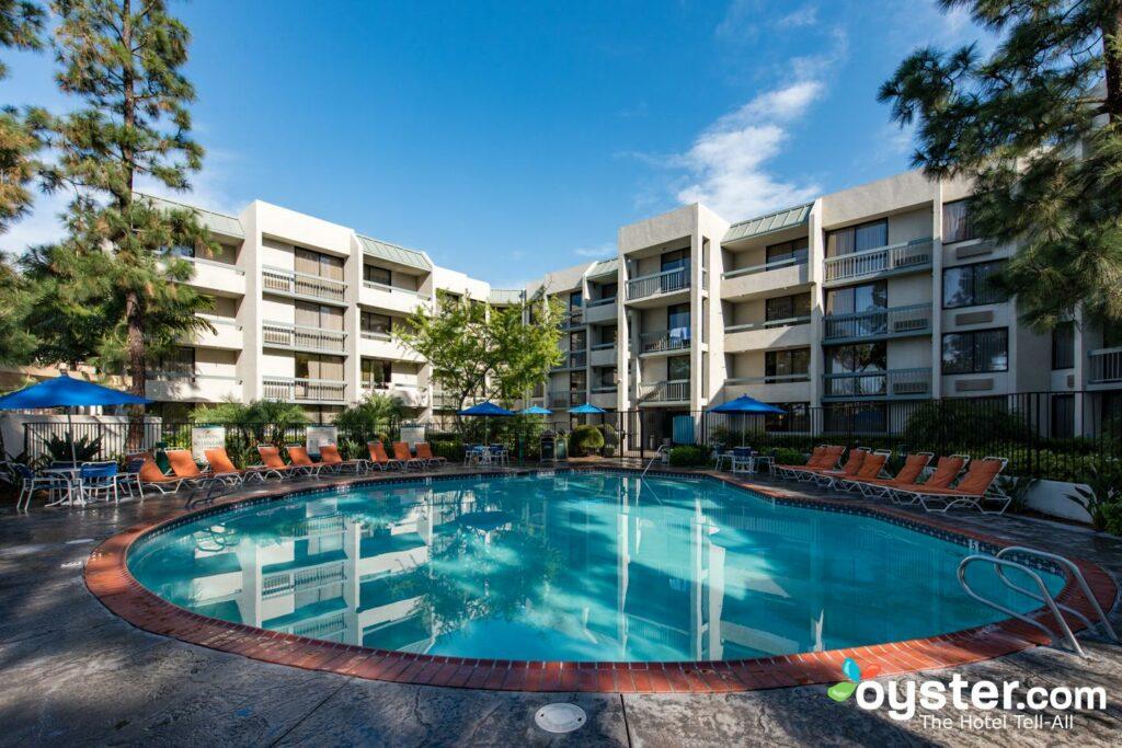 Howard Johnson by Wyndham Anaheim Hotel and Water Playground ... on crowne plaza anaheim, map of harbor blvd anaheim, weather anaheim,