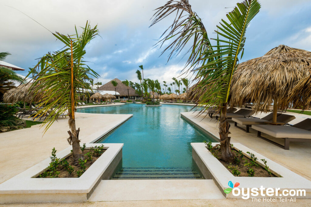 Hauptpool bei Excellence Punta Cana / Oyster
