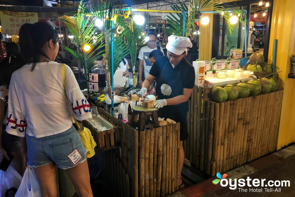 Street Food Vendor in Chiang Mai/Oyster