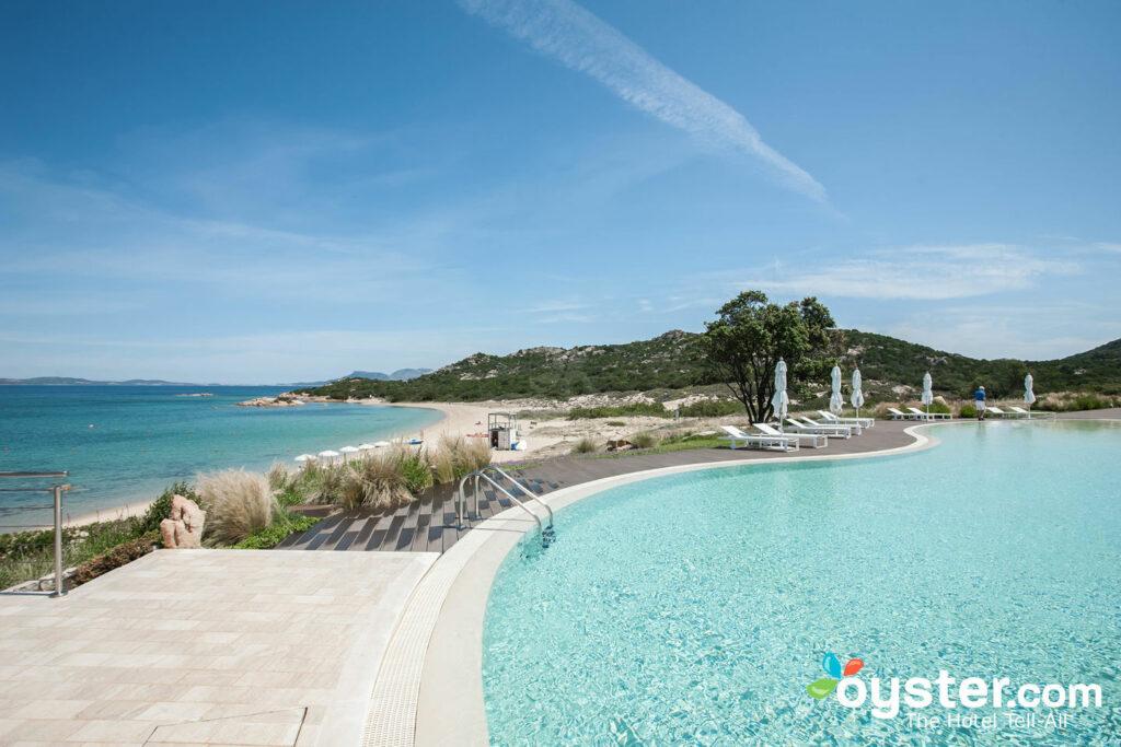 Schwimmbad im Hotel Cala Cuncheddi