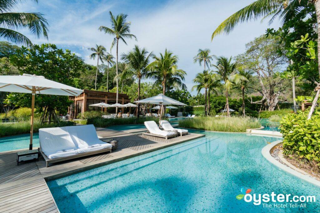 Piscina en Rosewood Phuket