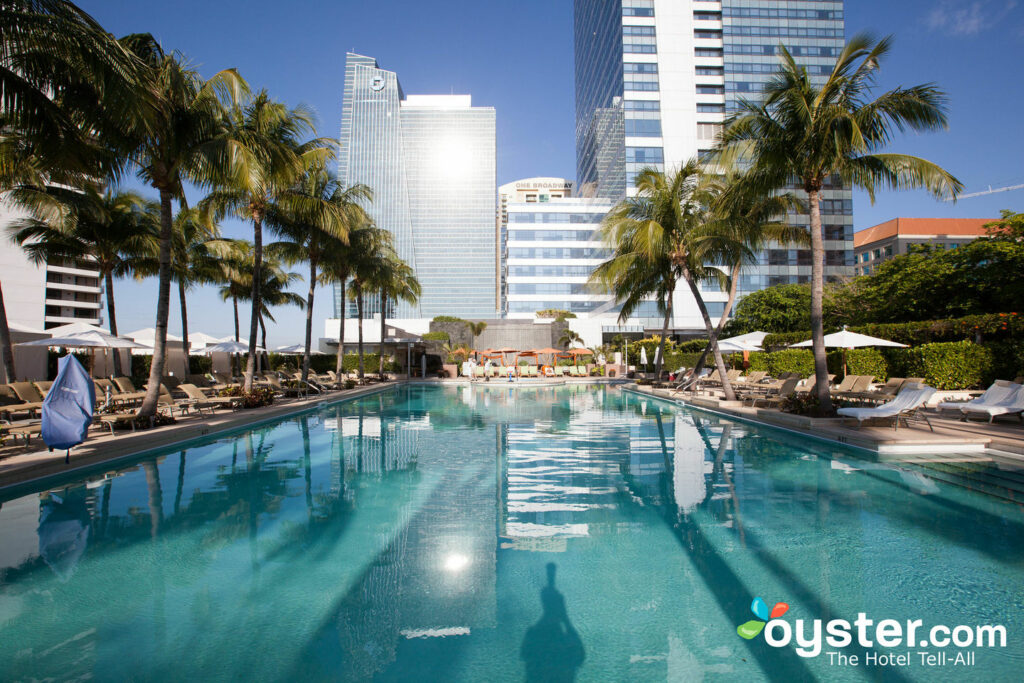 Piscina en el Four Seasons Hotel Miami