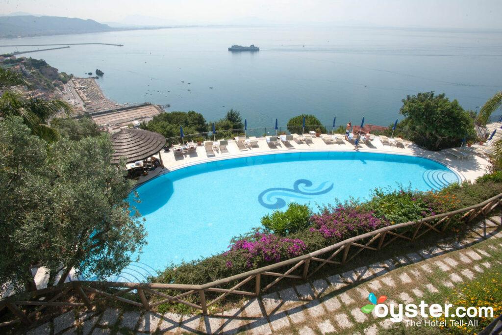 Pool im Hotel Raito