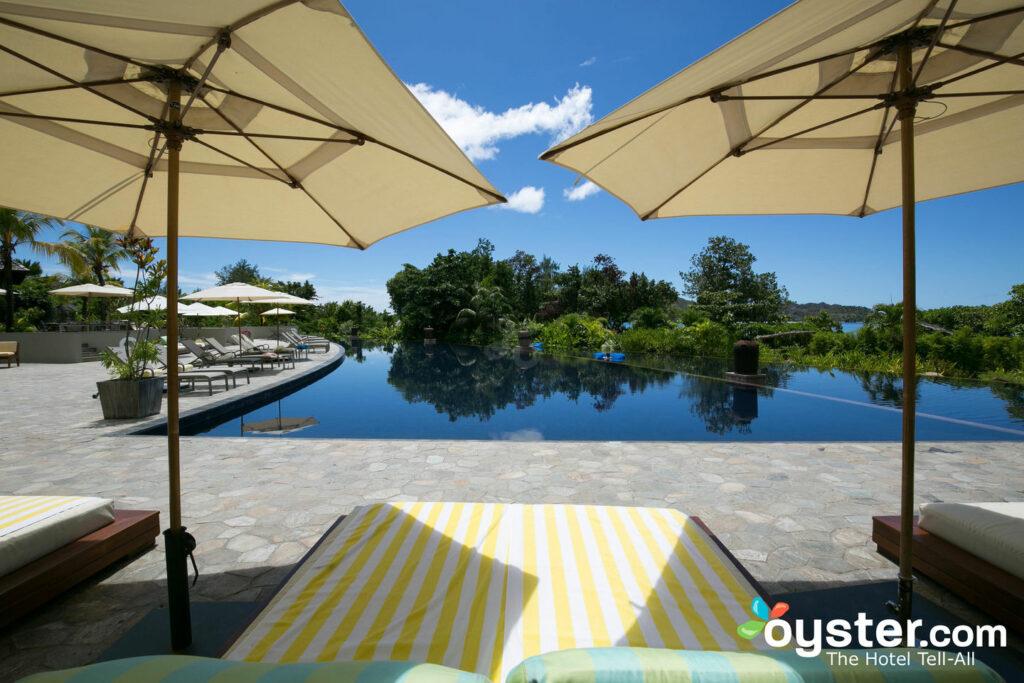 Piscina em Raffles Seychelles