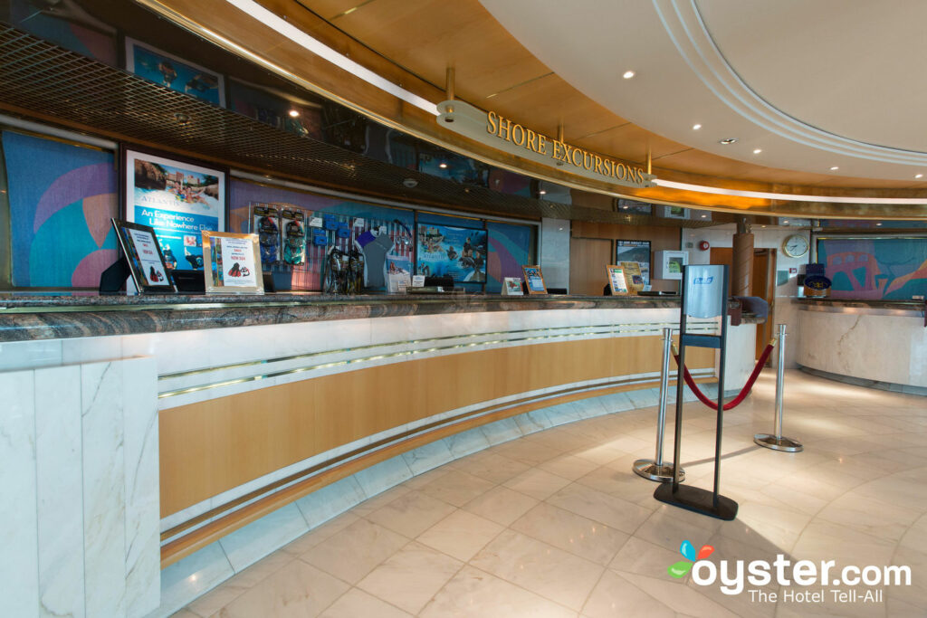Shore Excursions Desk en Enchantment of the Seas, Royal Caribbean
