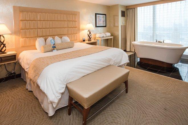 The Center King Room at the Seneca Niagara Resort & Casino