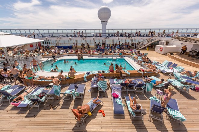 The Pool on Norwegian Sun/Oyster