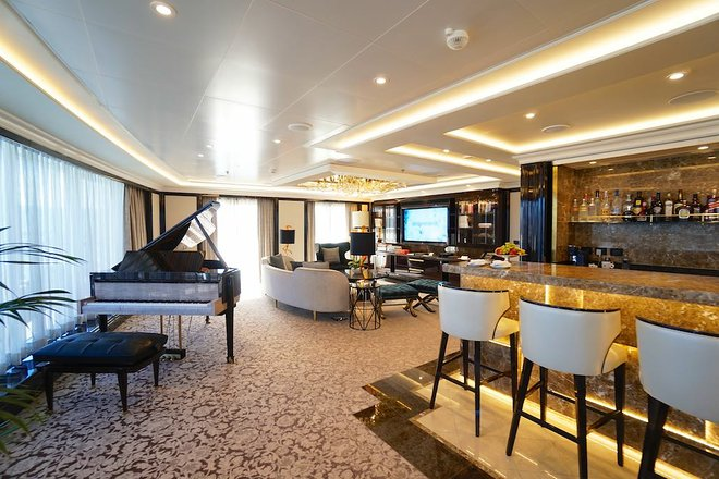 Die palastartige Regent Suite auf Seven Seas Explorer / Jason Leppert von Regent Seven Seas Cruises