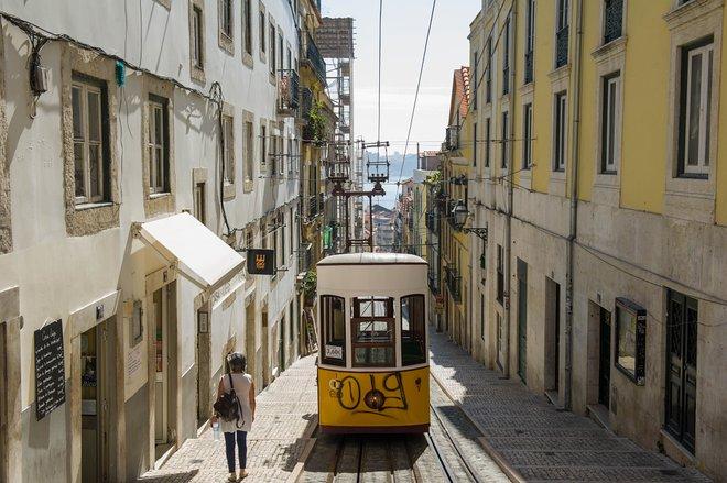 Tram at Rua da Bica/Oyster