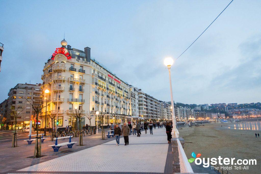 San Sebastian's beachfront promenade bustles even in low season.