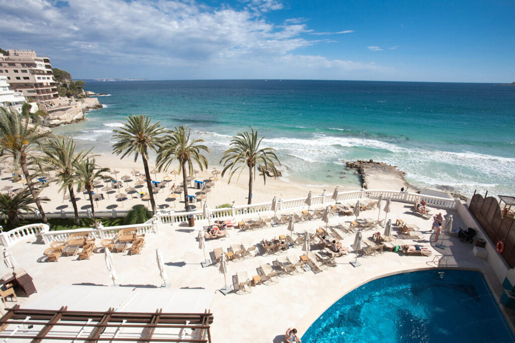 Pool and Beach at the Hotel Nixe Palace in Mallorca
