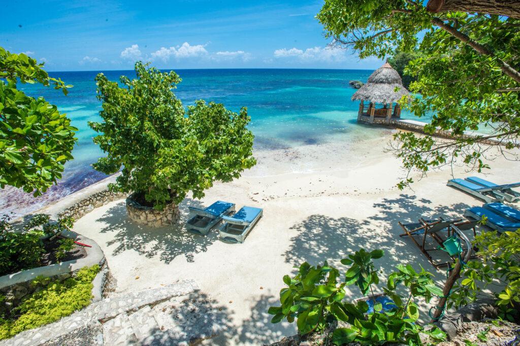 Beach at the Hermosa Cove - Jamaica's Villa Hotel