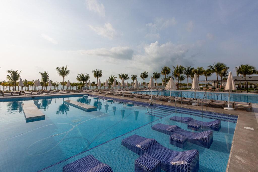Pool at the Hotel Riu Palace Costa Mujeres