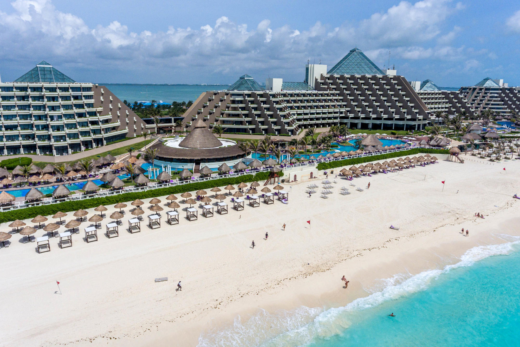 The pool and beach at Paradisus Cancun
