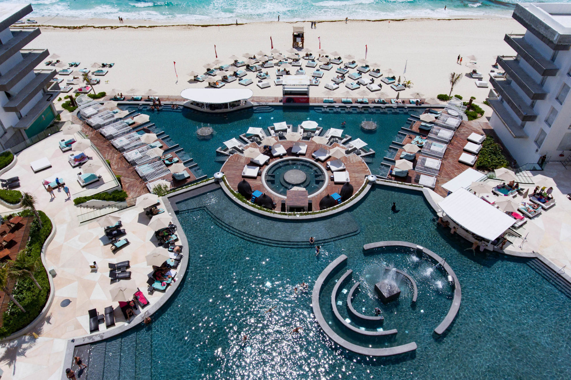 The pool and swim-up bar at Melody Maker Cancun