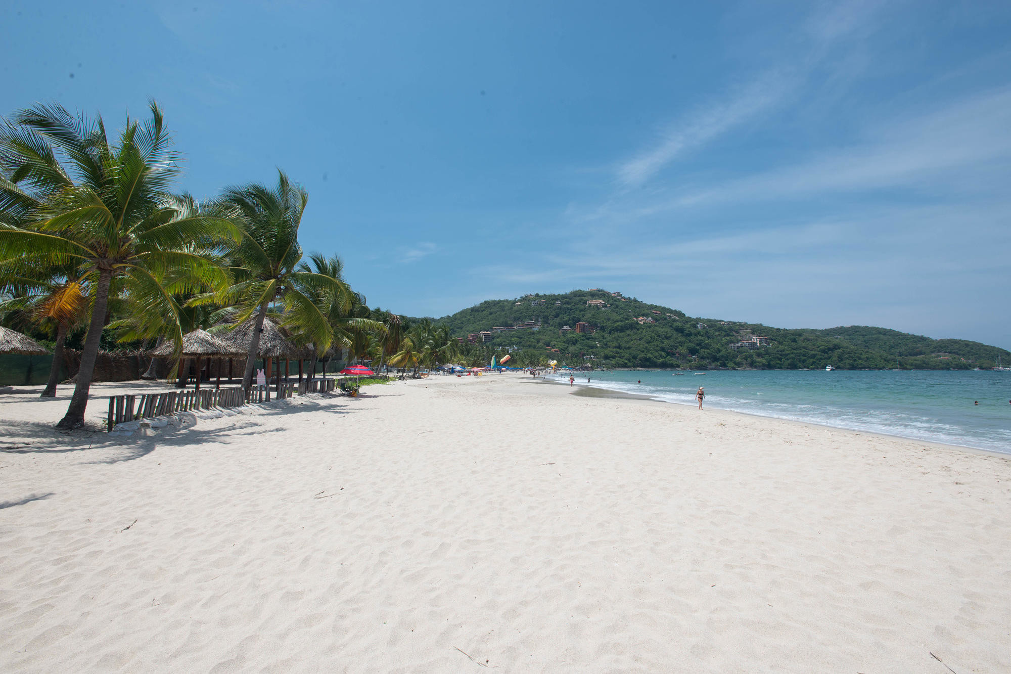 The beach in Zihuantanejo/Oyster