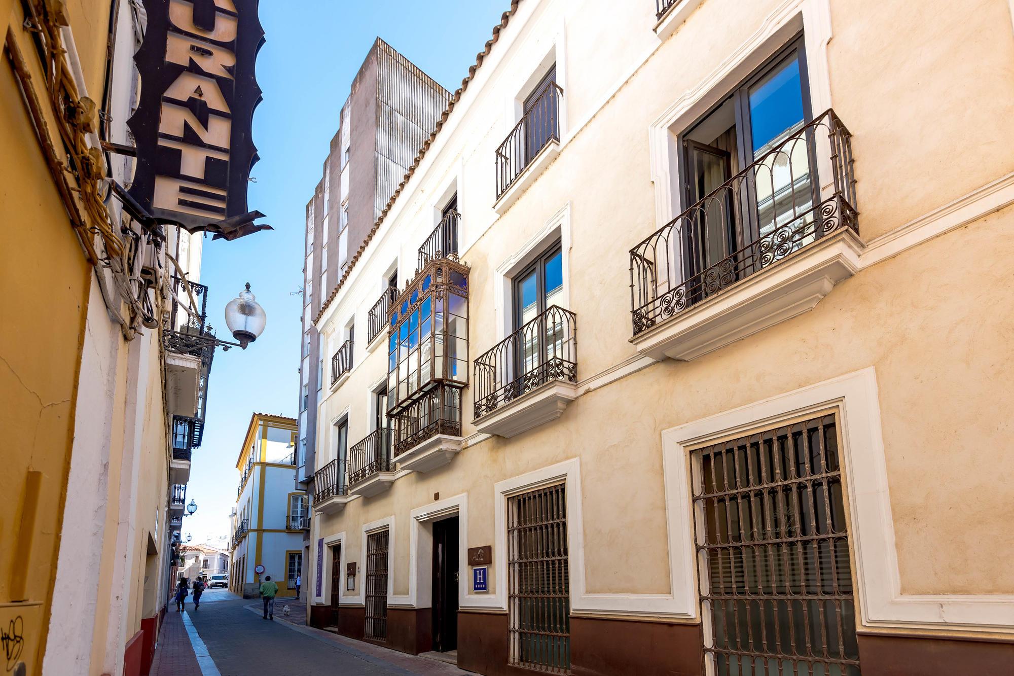 The narrow lanes of colonial Merida