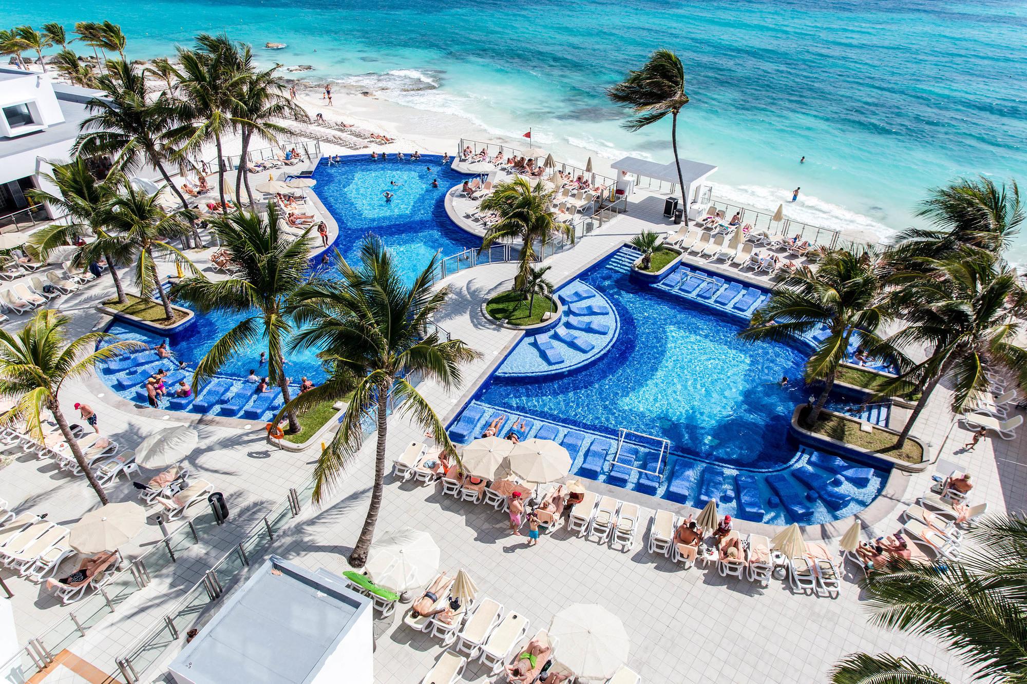 The pool and beach at Hotel Riu Cancun