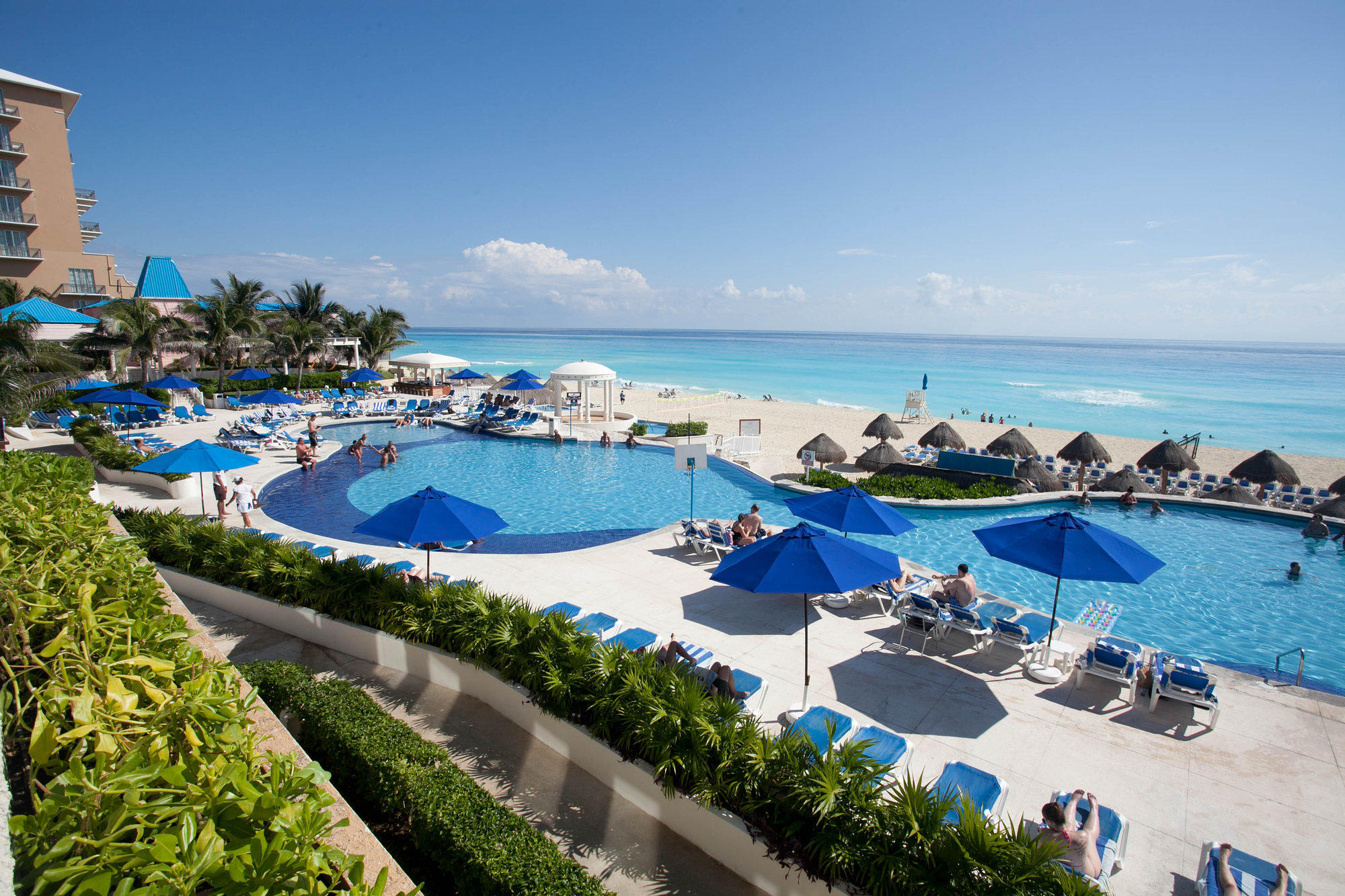 The pool at Golden Parnassus Cancun