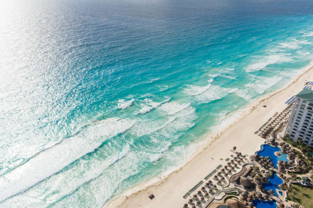 Cancun's beach and the Caribbean Sea/Oyster